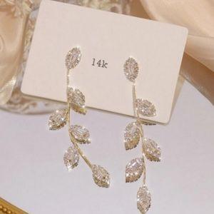 🎀REAL 14kp Leaf Shape Diamond Accent Drop Earring